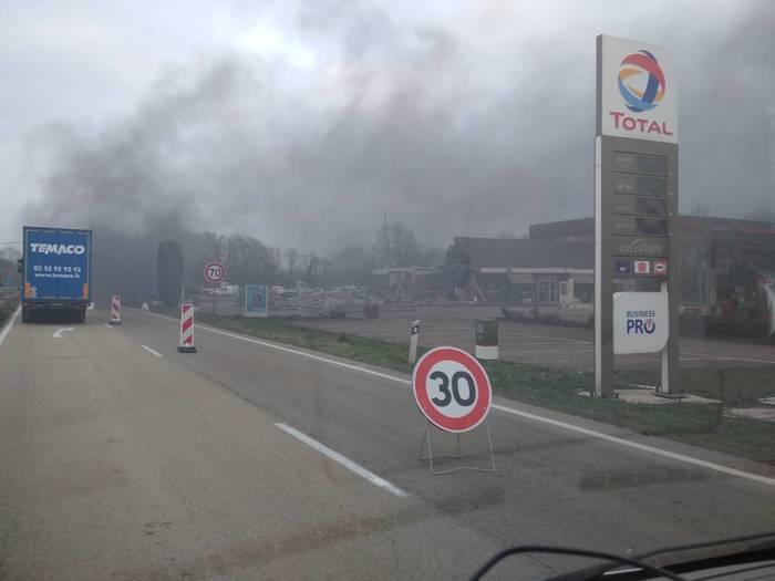 Франция в огне Франция, Протест, Грузоперевозки, Макрон, Длиннопост, Новости