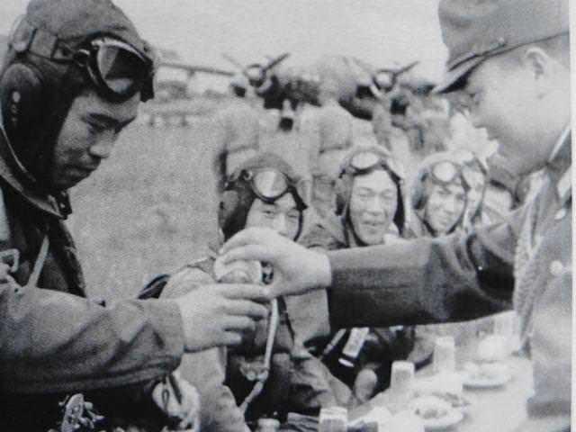Что пили камикадзе перед последним вылетом? Камикадзе, Традиции, Ритуал, Японская армия, История, Длиннопост