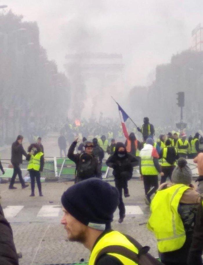 2,9 цента. Протесты во Франции. Люди, Франция, Топливо, Протест, Длиннопост