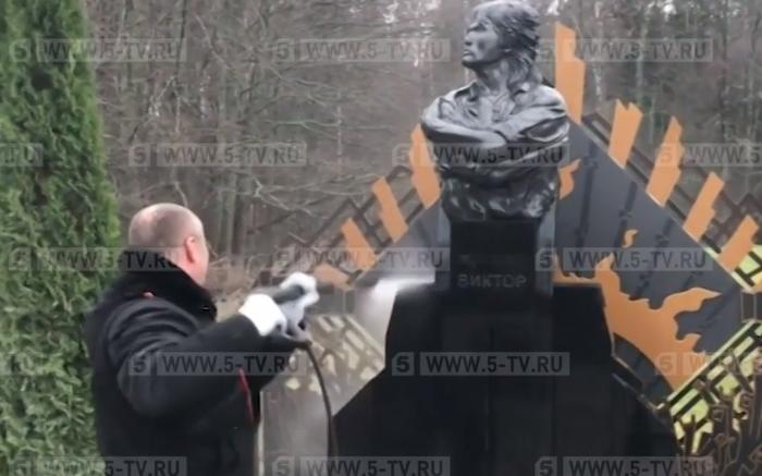 Латвийские активисты благоустроили территорию вокруг памятника на месте гибели Виктора Цоя. Цой, Латвия, Памятник, Благоустройство