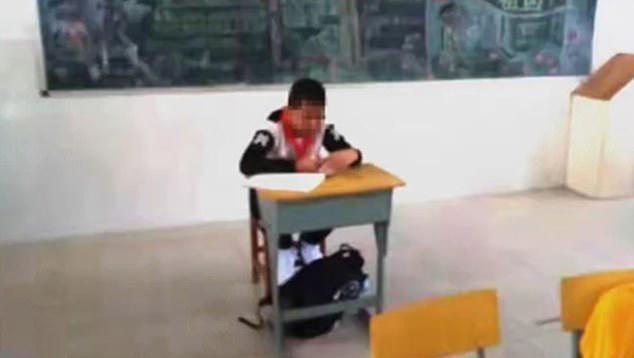 Учительница отсадила 13-летнего школьника, больного раком, решив, что он заразен Дети, Онкология, Издевательство, Школа, Учитель, Длиннопост, Китай