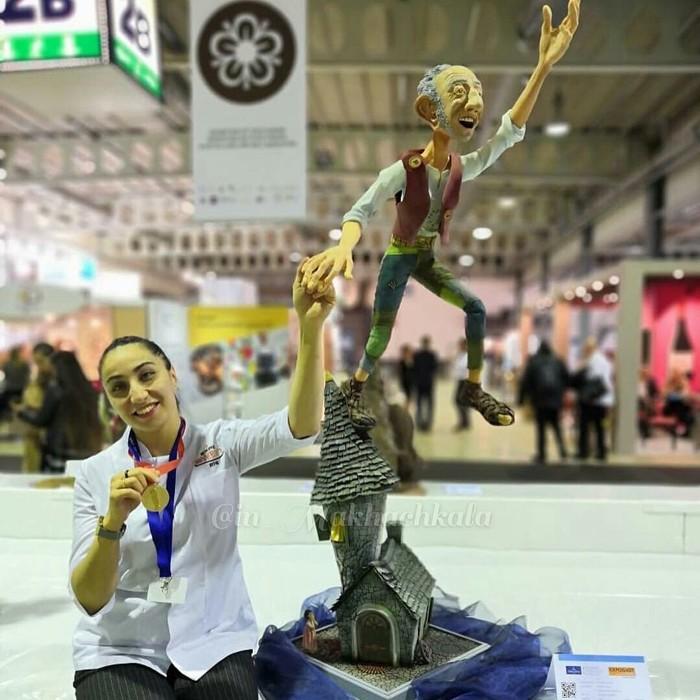 Кондитер из Дагестана Шахсалан Исаева завоевала золотую медаль на проходившем в Люксембурге Чемпионате мира по кондитерскому искусству. Дагестан, Кондитер, Интересное, Мир, Искусство, Кавказ, Россия, Новости