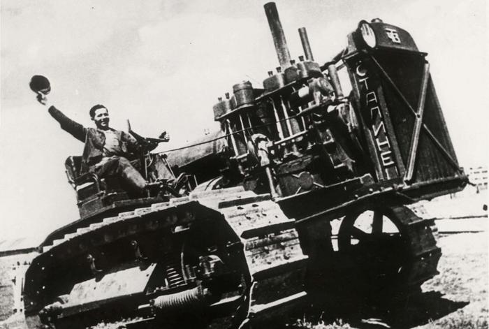 Макагон на тракторе Челябинск, Завод, Фотография