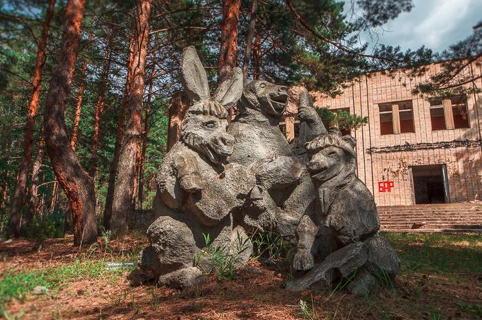 """""""Каменные звери"""" или скульптуры в заброшенном пионерском лагере Урбанфото, Заброшенный лагерь, Пионерский лагерь, СССР, Гипсовые скульпутры, Набережные челны, Длиннопост"""