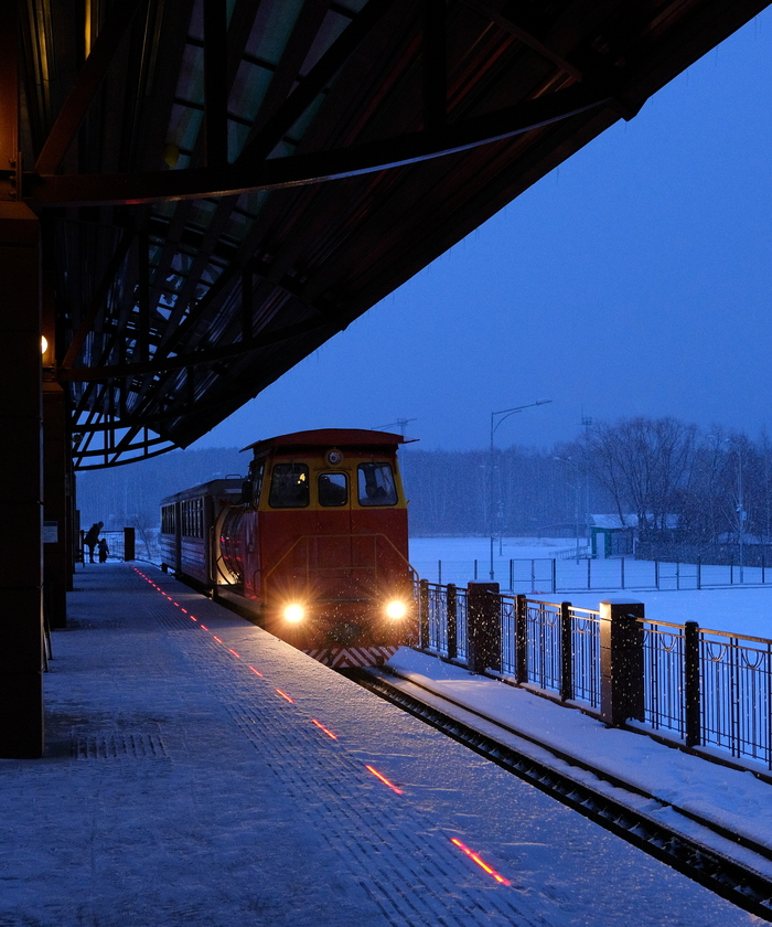Свердловская детская железная дорога Железная Дорога, Вокзал, Поезд, Вечер, Снег, Фотография, Узкоколейка