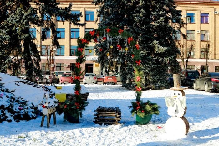 Инсталляция к НГ в Брянске на центральной площади . Брянск, Новый Год, Подготовка