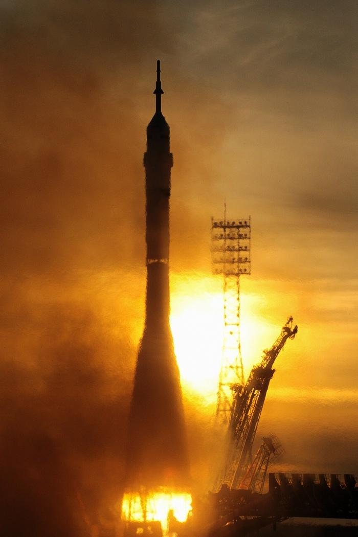 Ракета-носитель Союз-ФГ доставила на Международную космическую станцию новый экипаж. Космос, Ракета, МКС, Союз, Роскосмос, NASA, CSA, Космонавт, Длиннопост