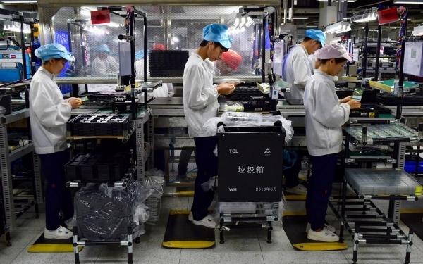 Больше информации о «самом русском» смартфоне, сделанным в Китае на швейцарские инвестиции