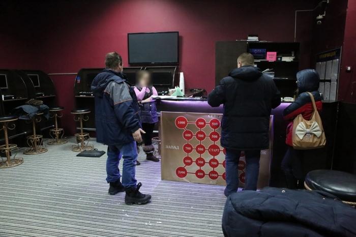 Владельцы нелегальных игровых автоматов Якутска позвонили в полицию в следствие чего их и закрыли, ГЕНИАЛЬНО Якутия, Якутск, Грабеж, Грабители, Игровые автоматы