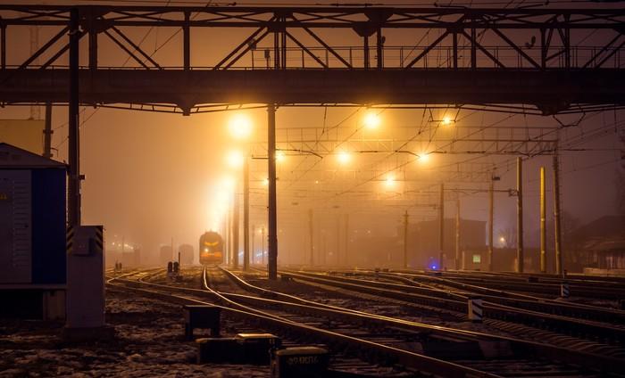 Поезда уходят в туман. Туман, Ночь, Город, Поезд, Зима, Фотография, Железная Дорога, Пейзаж