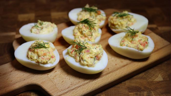 Фаршированные яйца с копченым лососем Еда, Рецепт, Яйца, Фаршированные яйца, Длиннопост, Видео