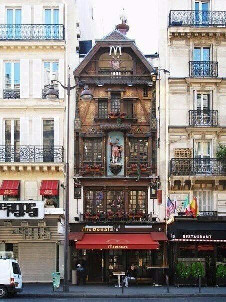 Ресторан McDonald's на улице Сен-Лазар в Париже