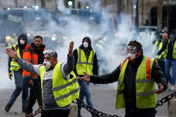 Похоже на что-то... Франция, Акции протеста, Жилет, Майдан, Протесты во Франции, Желтые жилеты, Политика