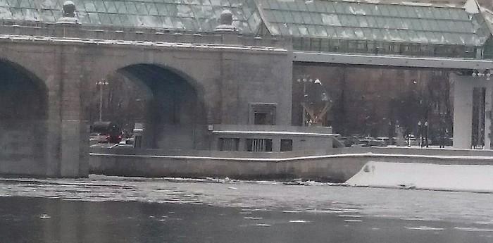 """Лодка, которая """"показалась"""", опять в Москве! Лодка, Показалось, Снег, Парейдолия"""