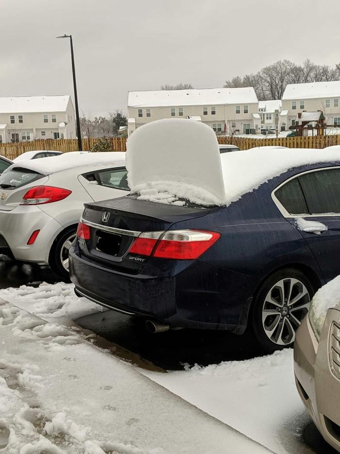Снег на багажнике