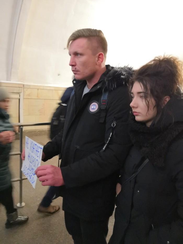 Герои метро Комсомольская Попрошайки, Попрошайки в метро, Наглость