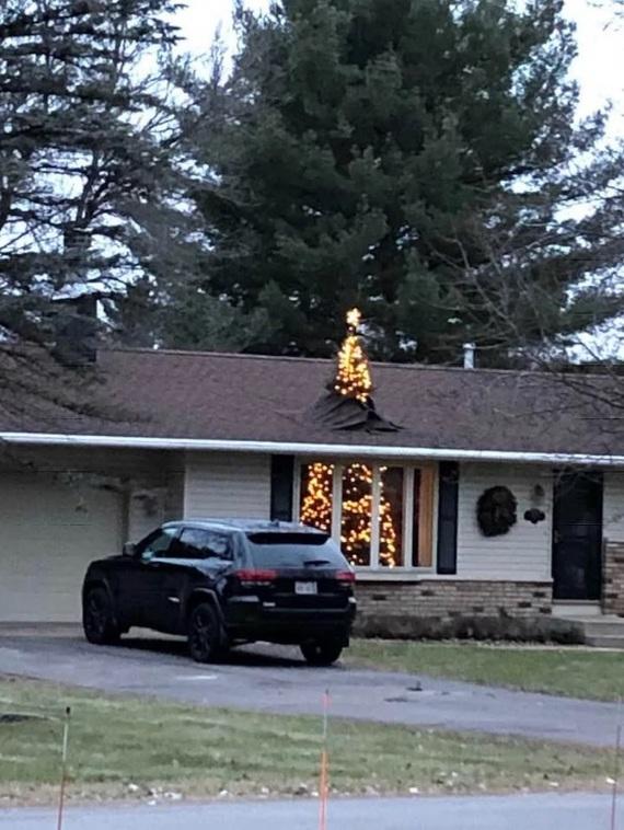 А ты уже нарядил дома елку?