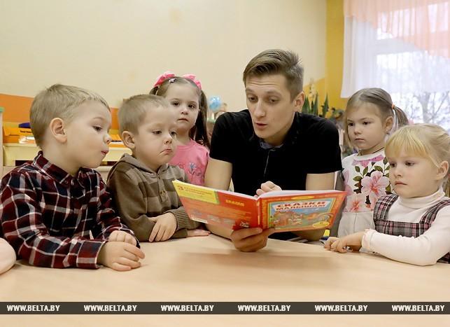 Не усатый, но нянь: как в белорусском детском садике работает мужчина-воспитатель. Мужчина, Дети, Педагогика, Беларусь, Детский сад, Воспитатель