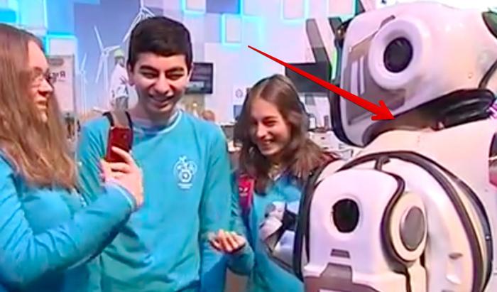 Показанный по российскому ТВ «самый современный» робот Борис оказался человеком Робот, Фейк, Разработка, Кукла, Новости, Видео