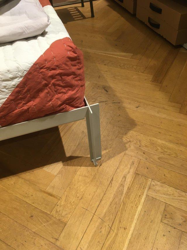 Мизинец на ноге заболел при одном виде этой конструкции
