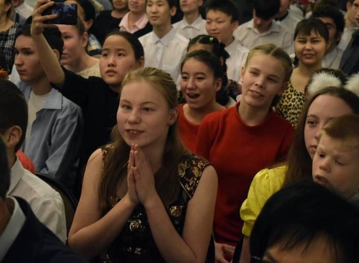Мэрия провела первую благотворительную акцию после отказа от новогоднего корпоратива Якутск, Якутия, Мэр якутска, Длиннопост, Новости, Сардана Авксентьева, Чиновники