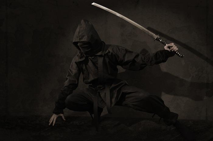 Катана вдребезги. Почему европейский меч превосходил японское оружие? Катана, Меч, Оружие, Холодное оружие, Средневековье, Видео, Длиннопост