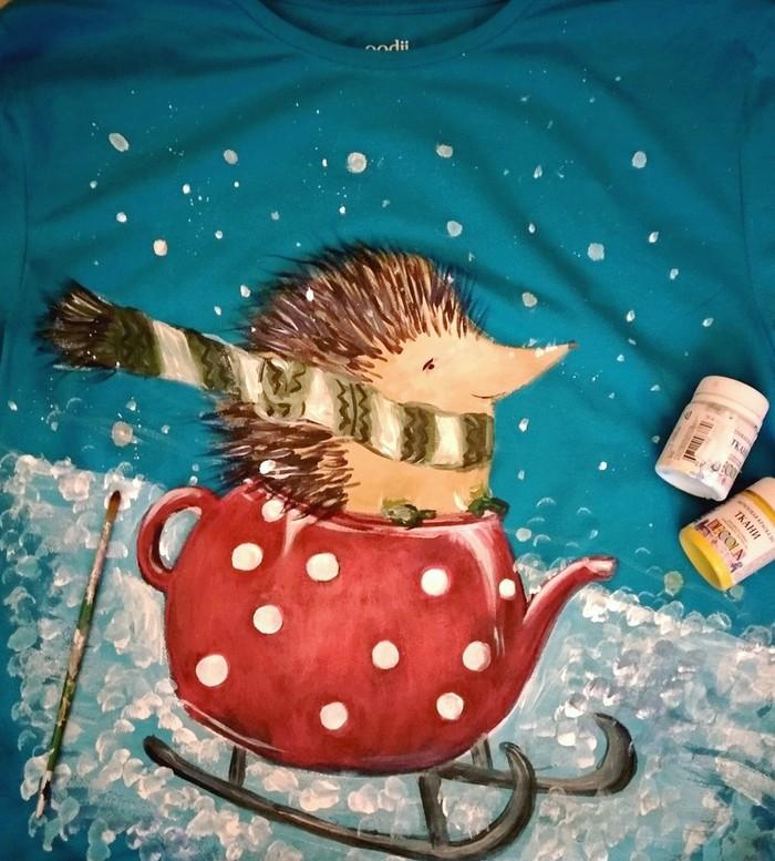 Роспись футболки Ёжик, Зима, Handmade, Акрил, Ручная работа, Роспись по ткани