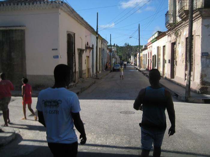 Парни показывают дорогу в Матансасе, Остров свободы, Коммунизм, Длиннопост