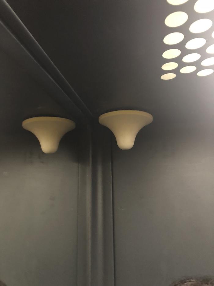 В лифте... Без рейтинга, Лифт, Новостройка, Вопрос, Что это?