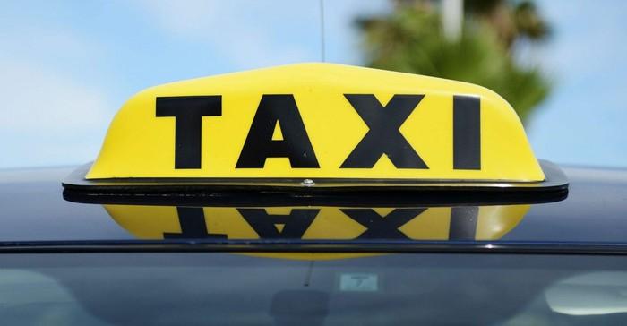Суд не признал музыку в такси пиратством Такси, Суд, Авторские права, РАО, Болт, Губы, Длиннопост