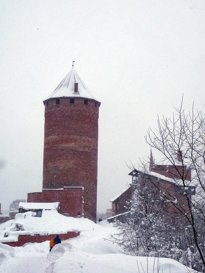Зимняя глушь Зима, Латвия, Замок, Снегопад, Длиннопост