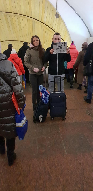 Когда очень хочется домой на новый год Попрошайки в метро, Попрошайки, Москва, Метро, Чеховская