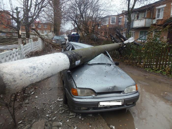В Батайске на детский сад упал тополь Дед Мороз, Батайск, Тополь, Длиннопост, Ростовская область