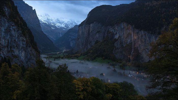 Деревня в горной долине. Сумерки. Горы, Швейцария, Водопад, Долина, Лаутербруннен