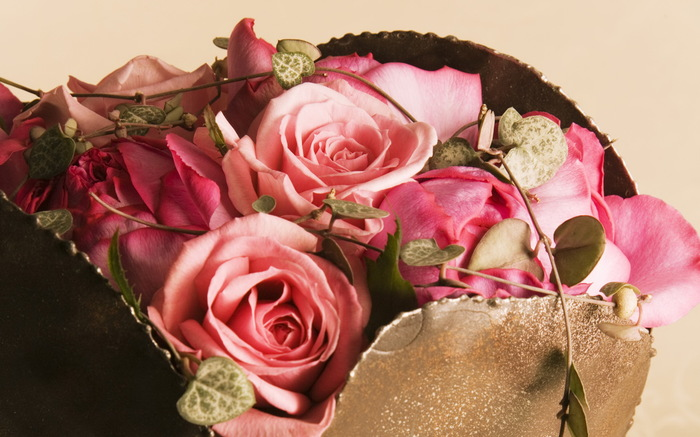 Север помнит. День рождения, Vulpinaccia, Цветы, Поздравление