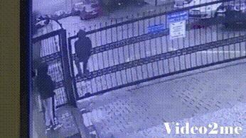 Перемахнул через ворота