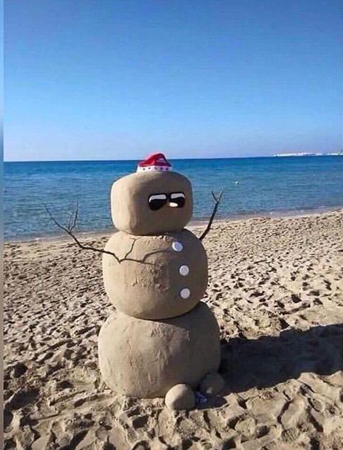 Нам бы снега немного Фото на тапок, Крым, Фотография, Песок, Снеговик, Нет снега