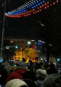 Новогодняя швайне приветствует жителей города!