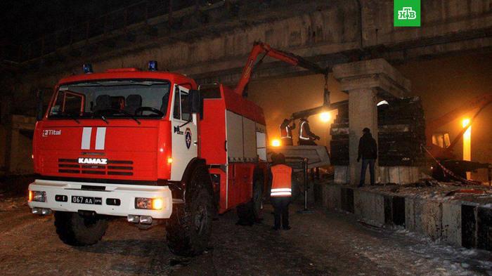 В Донецке подорвали железнодорожный мост Общество, Украина, Донецк, Мост, Подрыв, МЧС, НТВ, Железная Дорога