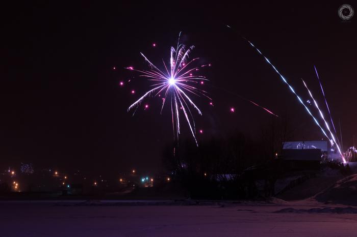 Новогодние фейерверки в нашем поселке. Новогодние фейерверки, Фейерверк, Новый Год, Арти, Артинский район, Ab87, Алексей балашов, Длиннопост