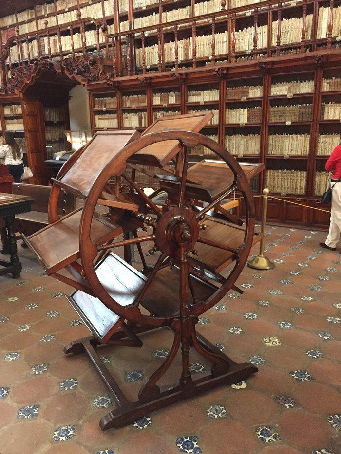 Средневековые вкладки браузера Библиотека, Мехико, Книги