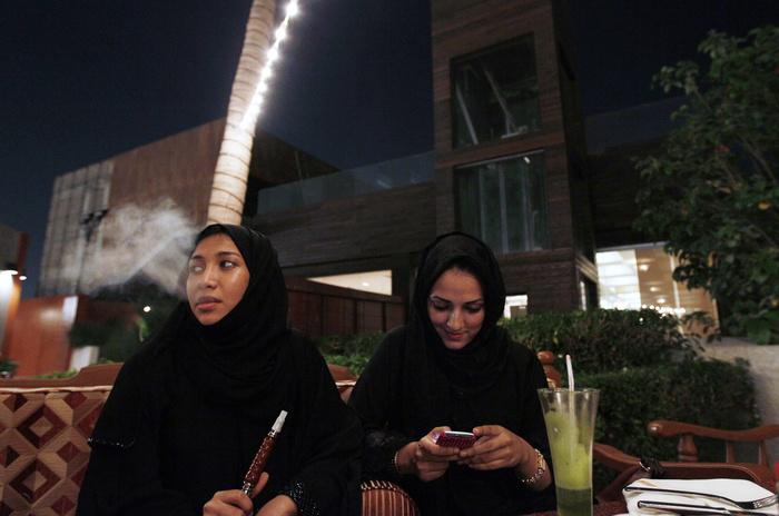 Женщин в Саудовской Аравии будут уведомлять о разводе по СМС. Саудовская Аравия, Развод, Права женщин, Женщина, Смс