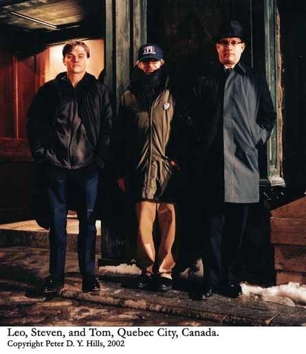 Фотографии со съёмок и интересные факты к фильмуПоймай меня, если сможешь 2002 год Стивен Спилберг, Том Хэнкс, Леонардо Ди Каприо, Знаменитости, Фото со съемок, Поймай меня если сможешь, Длиннопост