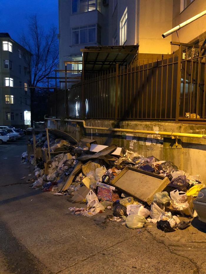 Наверное у мусорщиков ещё Новый год Мусор, Сочи, Новый Год, Беспорядок, ЖКХ, Россия