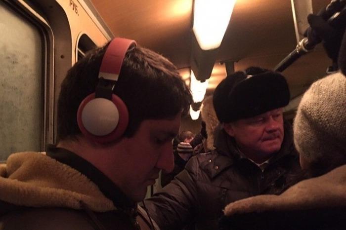 Мэр Саратова пытается доехать до работы. Теперь на трамвае. Саратов, Снегопад, Михаил Исаев, Пробки, Уборка снега, Видео, Длиннопост