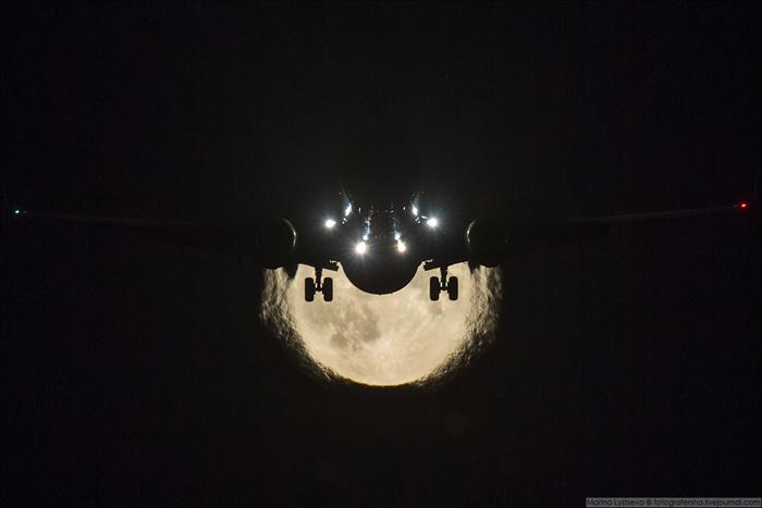 Полнолуние в Домодедово. Самолет, Луна, Домодедово, Фотография