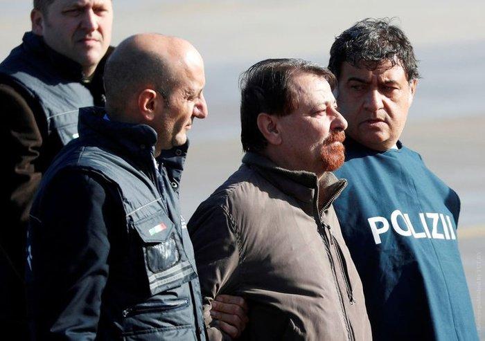 «Провел годы на пляже, теперь умрет в тюрьме». В Италию выслали террориста, за которым гонялись 37 лет Тюрмы, Италия, Новости, Террористы, Длиннопост