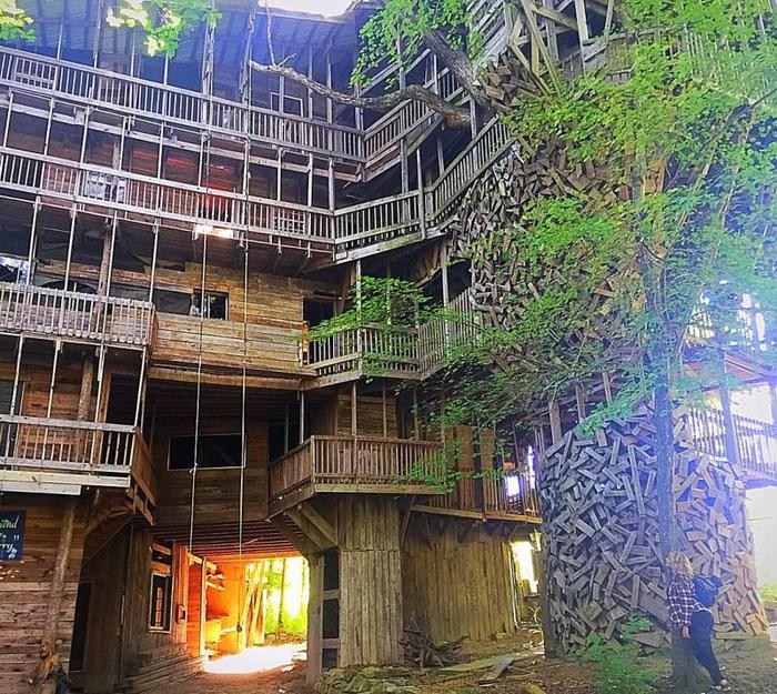 Священник построил 10-этажный дом на дереве с 80 комнатами Книга рекордов Гиннесса, Домик на дереве, Строительство, Длиннопост