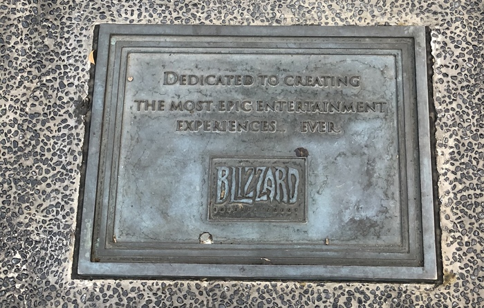 Спасибо Blizzard'у за наше счастливое детство. Blizzard, Памятник, Артас, World of Warcraft, Король Лич, Тайвань