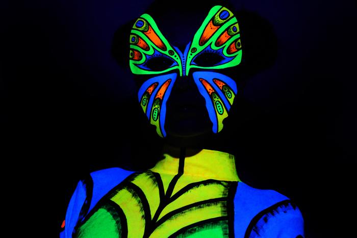 Бабочка, роспись флуоресцентным акрилом.